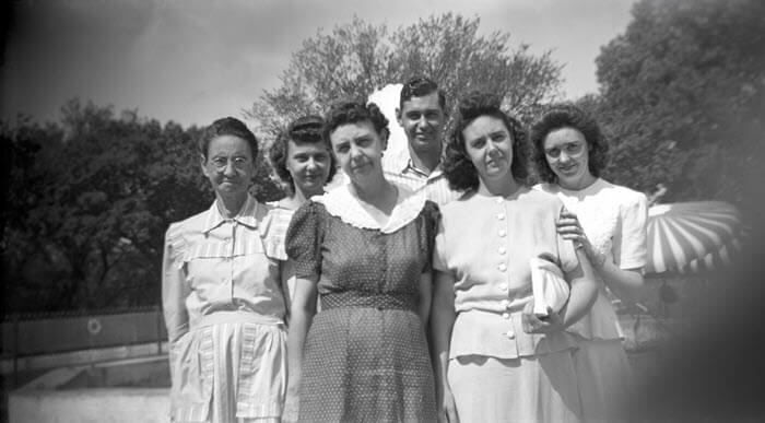 An old negative digitized: The Herring family